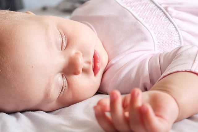 3 Redenen om je kind vandaag nog in zijn eigen kamer te laten slapen